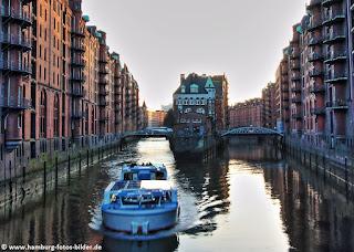 Mit dem Boot durch die Speicherstadt in Hamburg