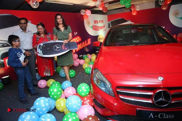 Raashi Khanna at Mirchi 95 Suno Mercedes Jeeto Contest Stills  0029