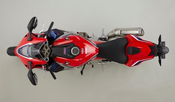 Fitur Honda CBR1000RR Fireblade SP 2017