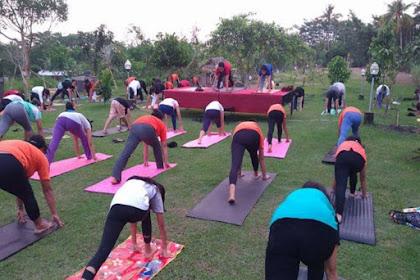Yoga  Gratis di Taman Prakerti Bhuana Desa Beng