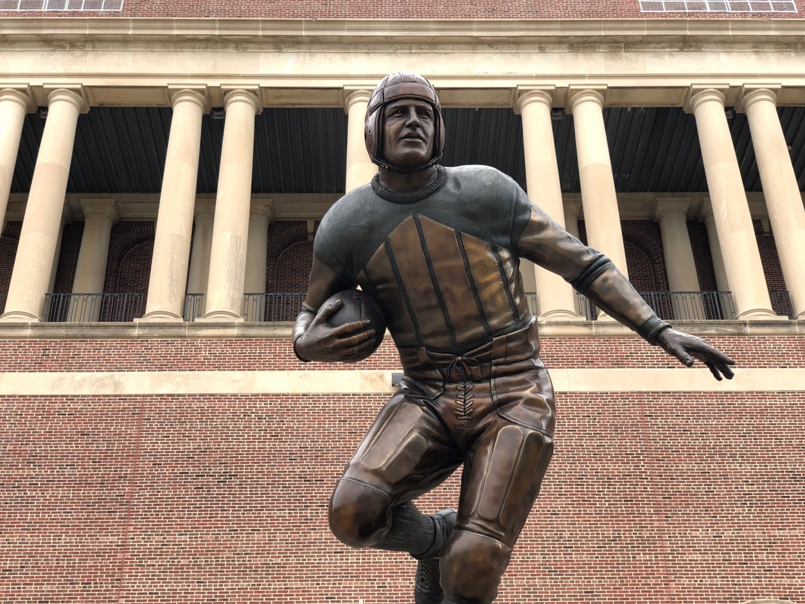 35fdb48ad The statue of former Illini great Red Grange outside of the main entrance  to Memorial Stadium in Champaign. Illinois won their Week 1 game against  Kent ...