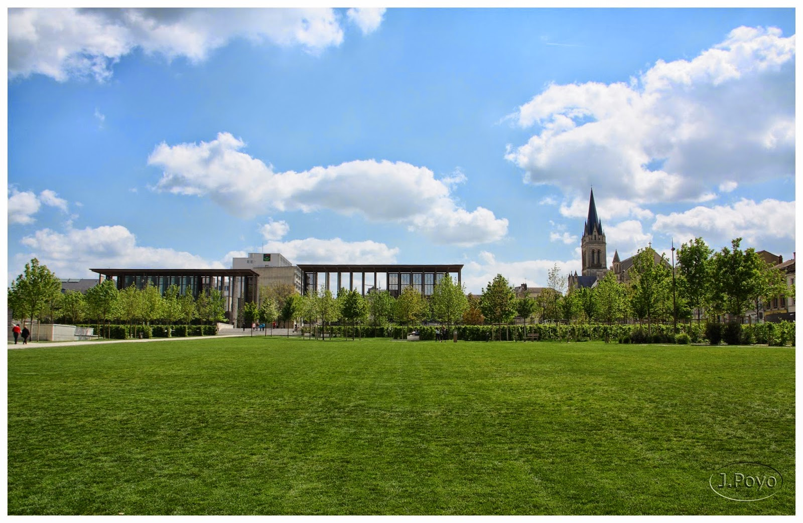 Jardins de la Breche y Eglise Saint Hilaire