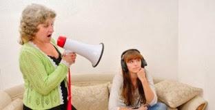 los adultos pueden llegar a desesperarse ante la falta de respeto que supone un adolescente que no escucha