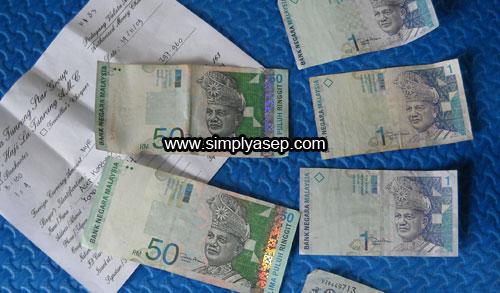 RINGGIT : Mata uang Ringgit Malaysia yang menjadi incaran Tenaga Kerja Indonesia (TKI) Di Malaysia untuk dibawa pulang.  Foto Asep Haryono