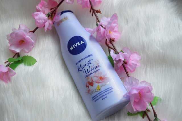 NIVEA Olejek w balsamie. Kwiat wiśni.
