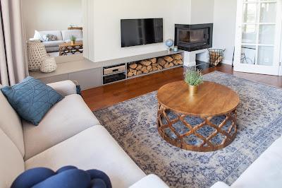 meble z naturalnego drewna do salonu