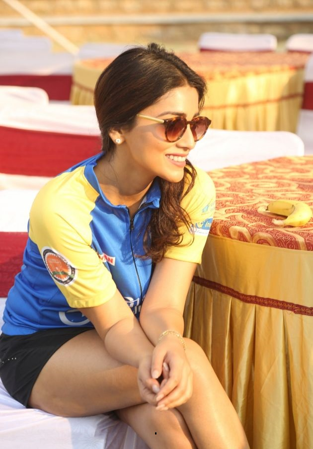 Shriya Saran Latest Thigh Show Photos