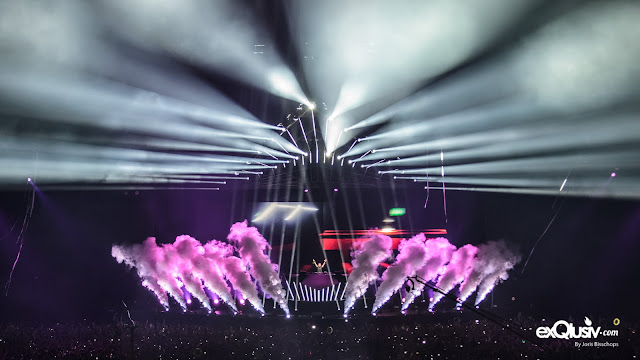 Music Festivals, EDM, EDC, Rave Parties and Top 100 DJs use Cryogenics theatrical special effects from CryoFX.com