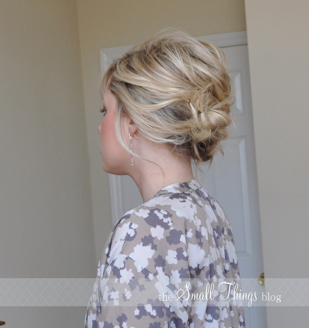 the messy side updo the small things blog. Black Bedroom Furniture Sets. Home Design Ideas