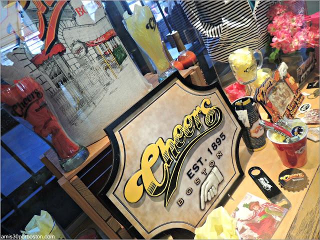 Recuerdos en la Réplica de Cheers en el Quincy Market de Boston