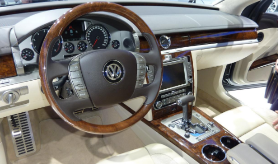 2018 VW Phaeton Get New Tech