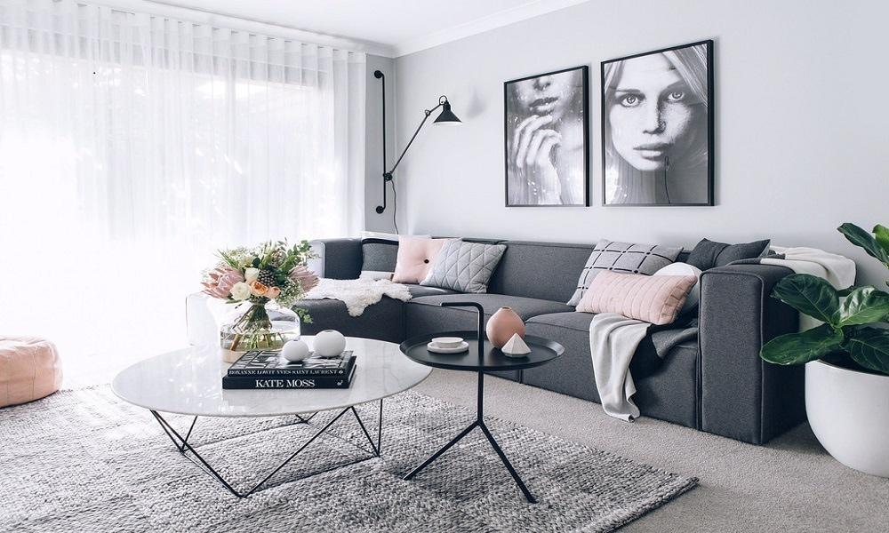 decoracion piso de alquiler amueblado con salón en tonos neutros y como iluminarlo