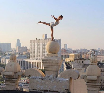 This 23-Year-Old Girl Takes The Girl World's Riskiest Photos. See Them