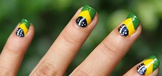 Modelos de unhas decoradas com as cores do Brasil