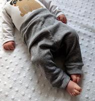 http://www.thediyfox.com/2015/01/babypantstutorial.html