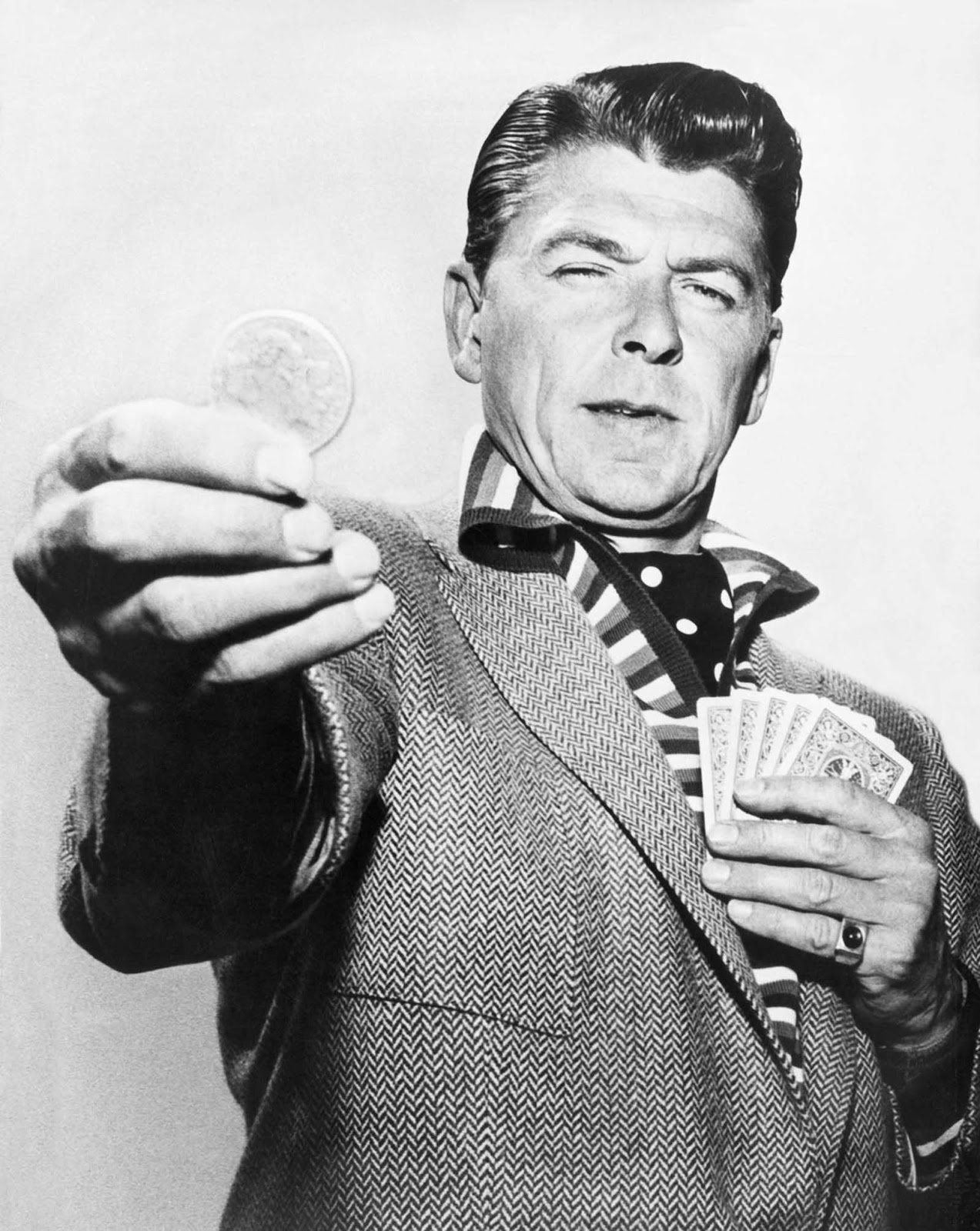 Reagan actúa en el teleplay de General Electric Theatre CBS The Lord's Dollar. 1958.