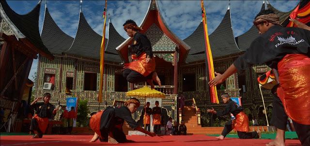 Pencak dan Silat Tradisional Khas Minangkabau