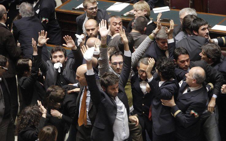 La rissa in Aula, cronaca di una giornata di ordinaria follia a Montecitorio