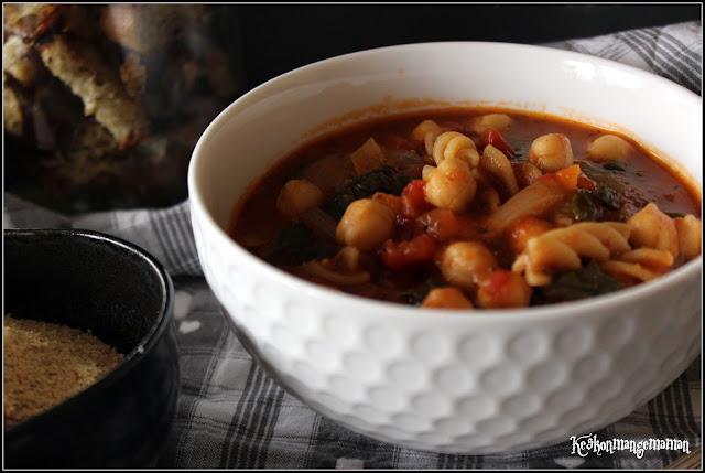 soupe de tomate aux pois chiches et pâtes complètes