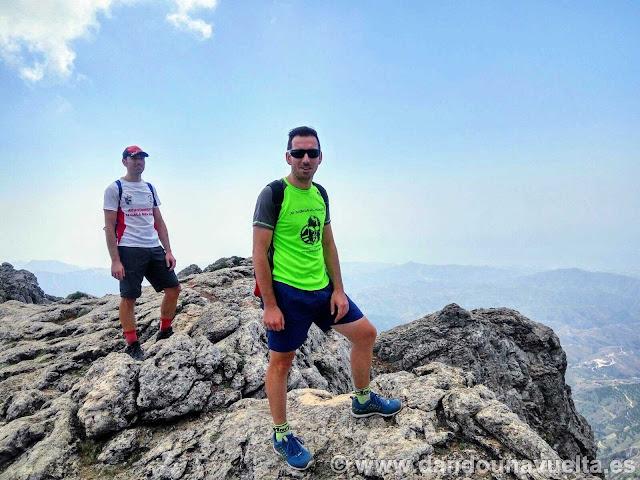 En La Maroma, senderismo pico de Málaga