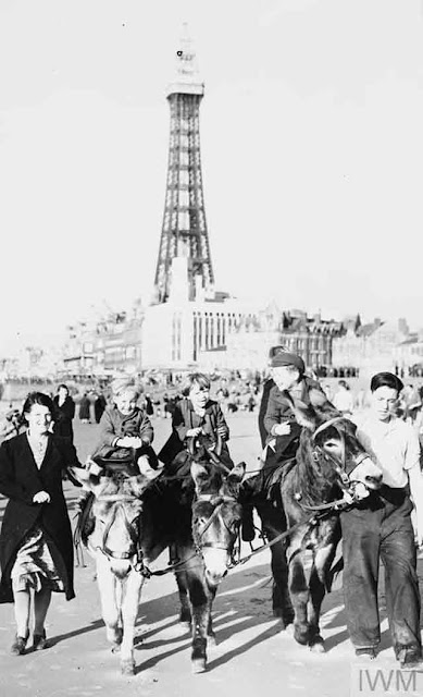 East End Londoners enjoying their evacuation in Blackpool, 2 November 1941 worldwartwo.filminspector.com