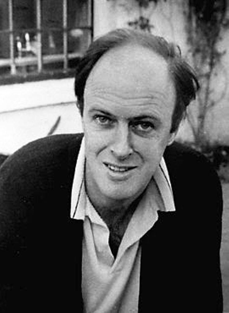 Roald Dahl, The landlady, Tales of mystery, Relatos de terror, Horror stories, Short stories, Science fiction stories, Anthology of horror, Antología de terror, Anthology of mystery, Antología de misterio, Scary stories, Scary Tales
