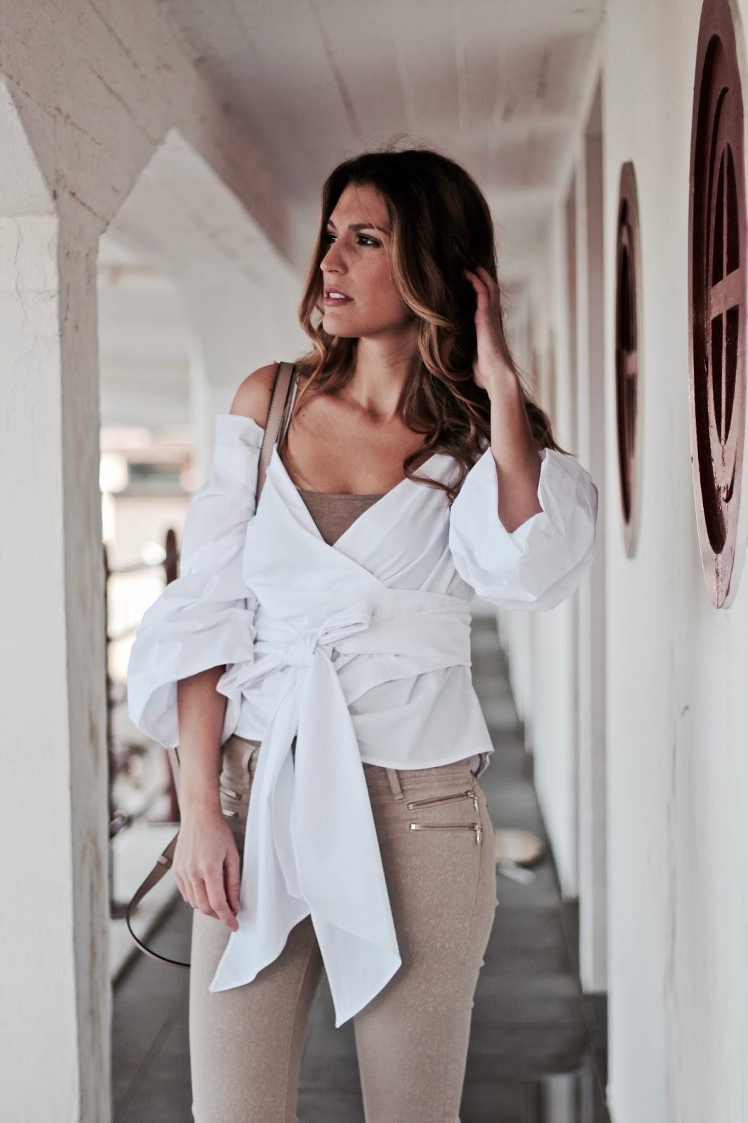 camisa atada a la cintura
