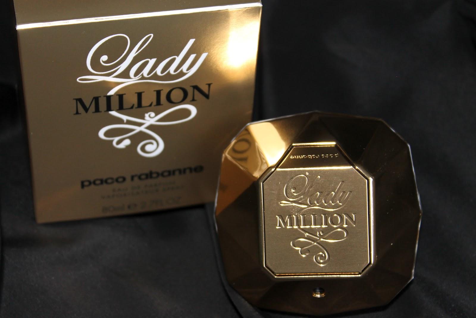 dd870381f Un perfume que su firma lo describe como una fragancia floral, amaderada,  fresca, vibrante y sensual, como un néctar de flores voluptuoso, ...