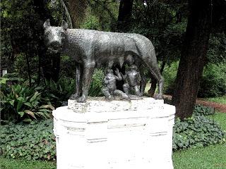 A Loba Romana, no Jardín Romano, em Buenos Aires