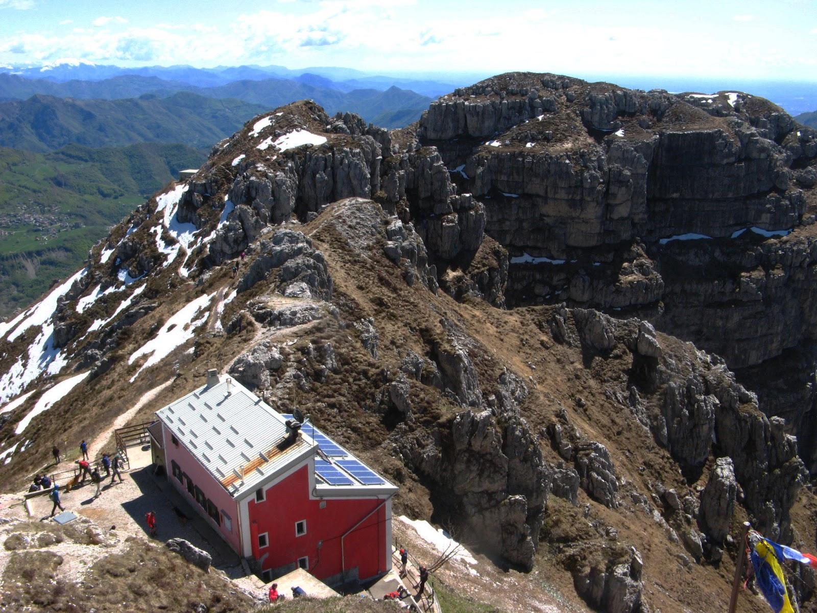 Una giornata in montagna il sentiero delle creste del for Rifugio resegone valle imagna