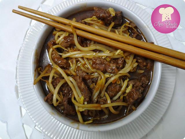 Carne em Tirinhas com Broto de Feijão