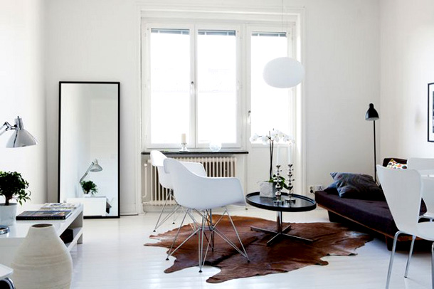 Kuipstoel Leer Feathered Nest: Eames Molded Plastic Chairs