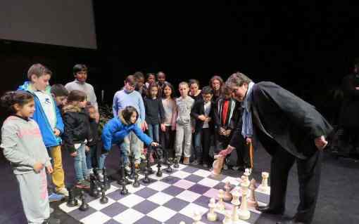 Le Blanc-Mesnil, mars 2016. L'an passé, 729 élèves avaient affronté le maire dans des parties d'échecs - Photo © Le Parisien