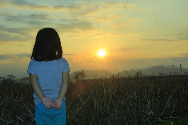 Berburu Foto Sunrise Cantik Bersama Maila