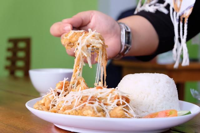 Menjajal Sensasi Ayam Geprek Mozarella