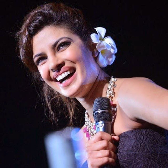 smiley priyanka chopra , at maldives , bollywood ,, Hot Images Of Priyanka Chopra In Strapless Black Gown In The Maldives