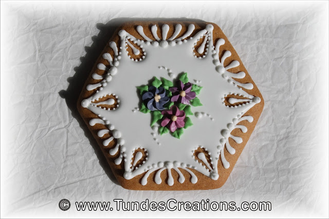 Cookie box with eyelets and flowers by Tunde Dugantsi