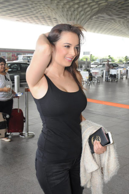 Evelyn Sharma Sexy Stills in Black Sleeveless Spotted at Airport