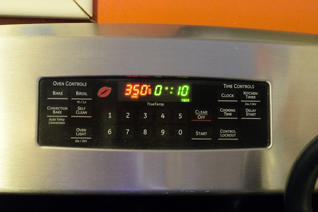 A picture of the temperature of the oven, 350, and the time the donuts need to cook, 10 minutes.