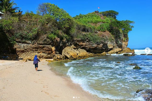 Pantai Ngetun Sisi Bawah