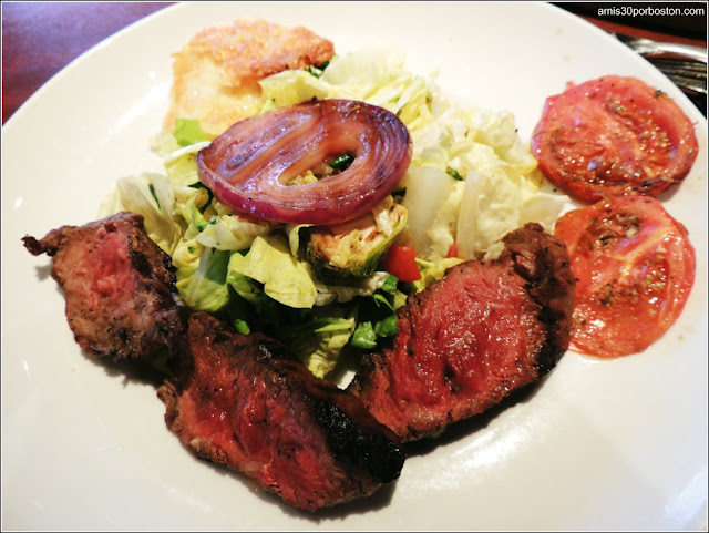 Menú Dine Out Seasons 52: Grilled Flat Iron Steak Salad