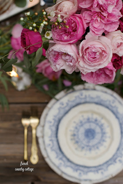 Romantic table setting with pink flowers and roses