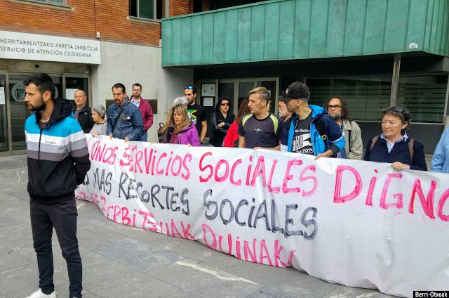 Protesta de Berri-Otxoak ante el Ayuntamiento