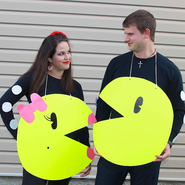 DIY No Sew Pac-man Family Costume , DIY Pac-man Family Costume, No Sew Pac-man Family Costume, DIY Pac-man Costume, No Sew Pac-man Costume, Halloween costume, DIY Halloween Costume, costume, costumes, easy costume, 1980's costume, 80's costume, video game inspired costume, pacman, pac-man, Ms. Pac-man, Ms. pacman, easy pacman costume, fast pacman costume, pacman ghost costume, ghost costume, Inky, Pinky, Blinky, family costume, family costume ideas, halloween family costume, cheap halloween costume, cheap costume, last minute costume, last minute family costume, last minute halloween costume, games, fun halloween costume, creative Halloween costume, easy and cheap Halloween costume, easy and cheap costume, couples costume, couples halloween costume, no sew costume, best halloween costume, No Sew Pac-man Family Costume, Pac-man, pacman, Ms. Pac-man, Ms. Pacman, no sew pac-man, poster board costume, poster board craft, poster board pac-man