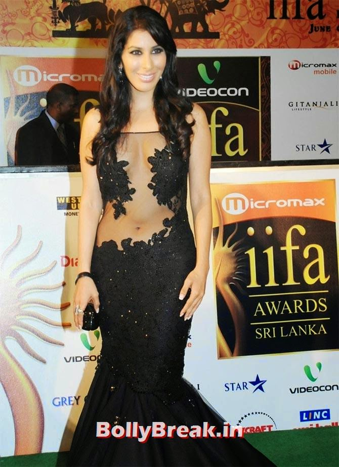 Sophie Choudry in lace dress, Pics of Bollywood Actresses in Lace Dresses - who looks the Hottest?