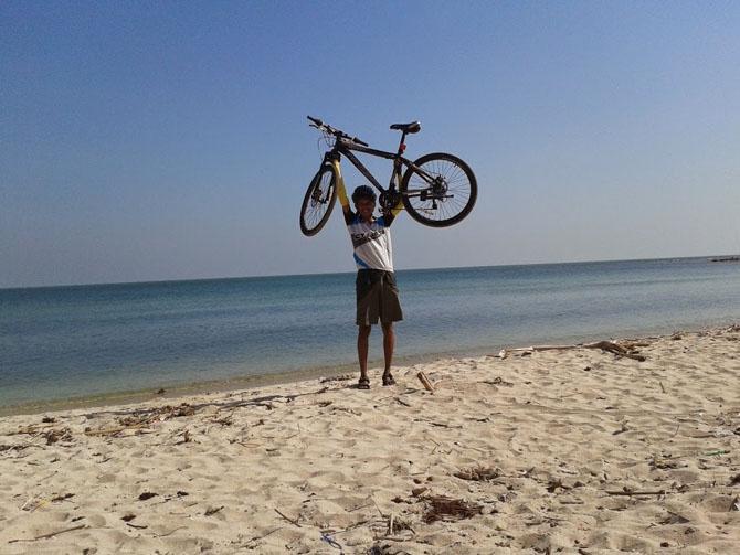 Berfoto di pantai Empu Rancak Jepara