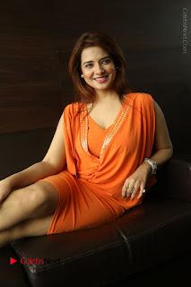 Actress Saloni Aswani Pos in Short Dress at Meelo Evaru Koteeswarudu Movie Interview  0232.JPG