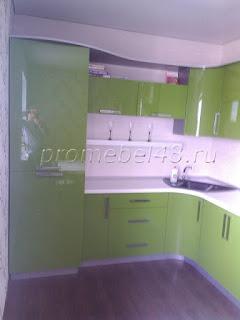Стильная кухня с фасадами акрилайн олива