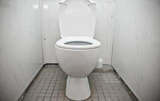 Δημόσιες τουαλέτες: Ποιος είναι ο πιο υγιεινός τρόπος να κάθεστε [video]
