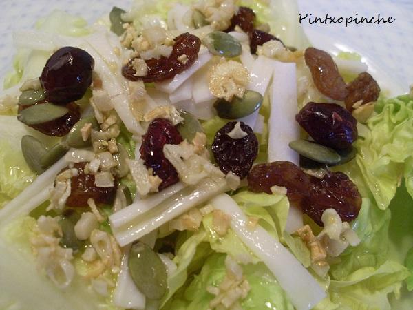 aceite de oliva, lechuga, ensalada, ajos, pasas, verduras, malagueños